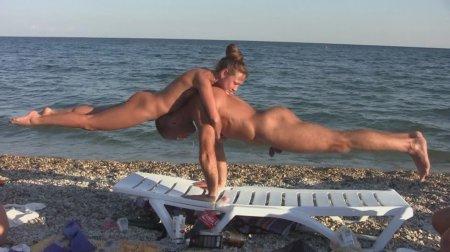 Нудисты и натуристы Коктебеля и Лисьей бухты (гимнастика на пляже 1)