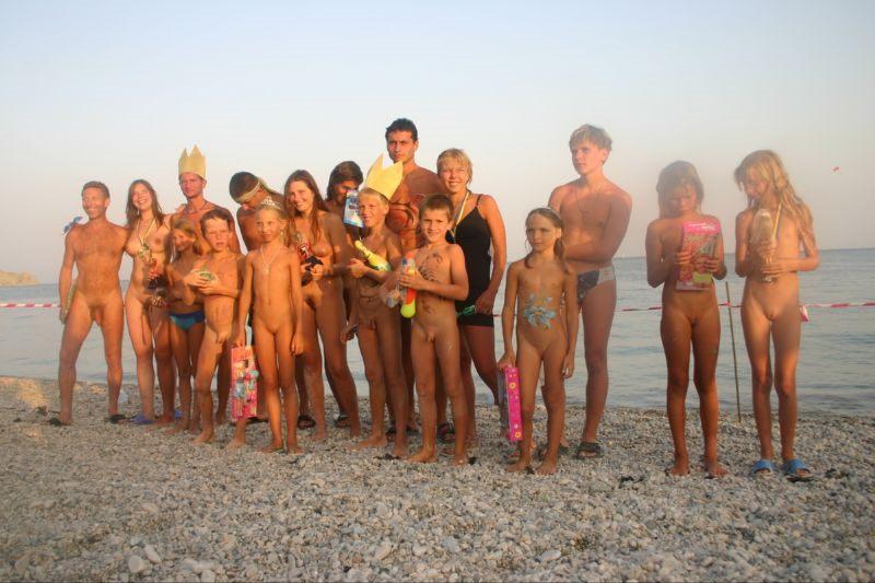 Семейный нудизм фото  nudistinamoreorg