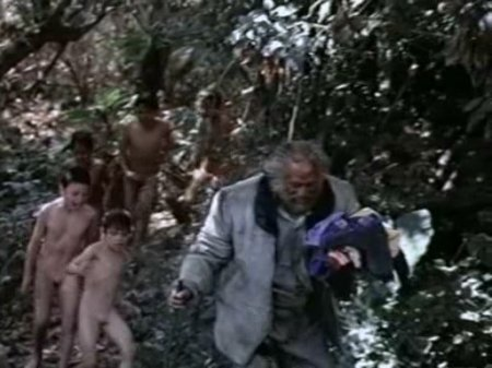 La Ultima Batalla (1993) (fragment, naked little boy)