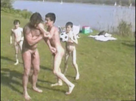 Kosovo 11, asylum seekers (family nudism, young naturism, naked boys, naked girls)