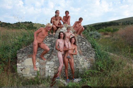Short Walk 1 (family nudism, family naturism, young naturism, naked boys)