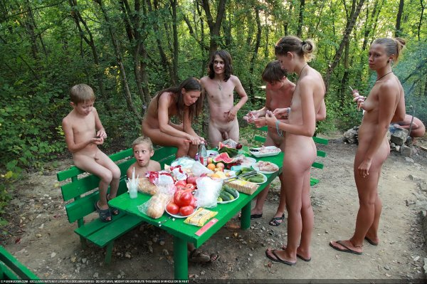 Outdoor Picnic 2 (family nudism, family naturism, young naturism, naked boys, naked girls)