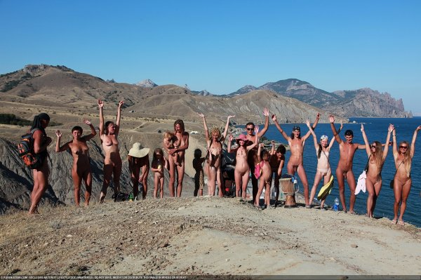 Steep Climb 4 (family nudism, family naturism, young naturism, naked boys, naked girls)