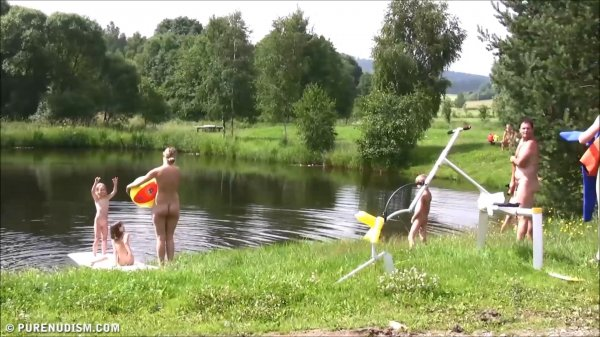 Jacob's Family Farm HD (family nudism, family naturism, young naturism, naked girls, naked boys)