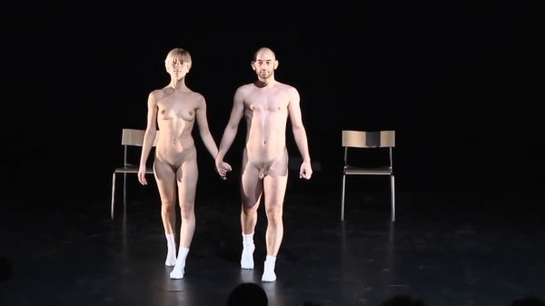 Shоw Rооm Dummiеs-Spоt On Korеоgrafisk Plаtfоrm (naked theater)