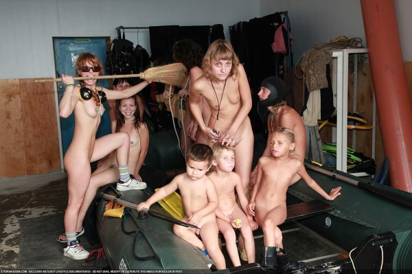 Test Dive 1 (family nudism, family naturism, young naturism, naked boys, naked girls)