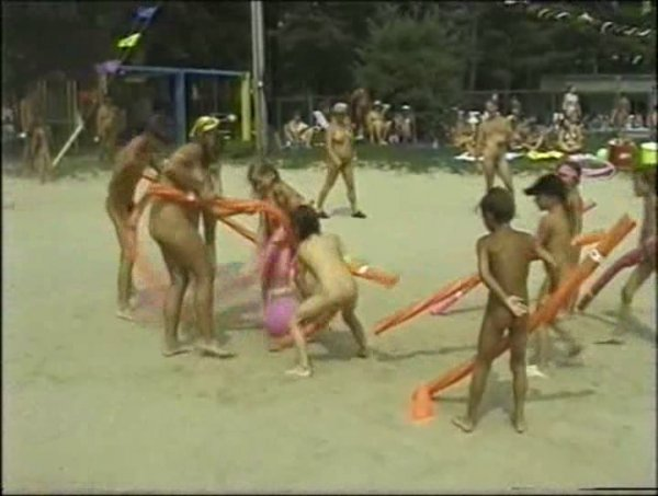 Sun Oasis 2 (family nudism, family naturism, young naturism, naked girls, naked boys)
