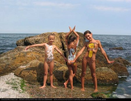 Free people 2 (family nudism, young naturism)