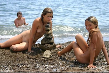 The Beach Cooled Down (family nudism, young naturism, naked boys, naked girls)