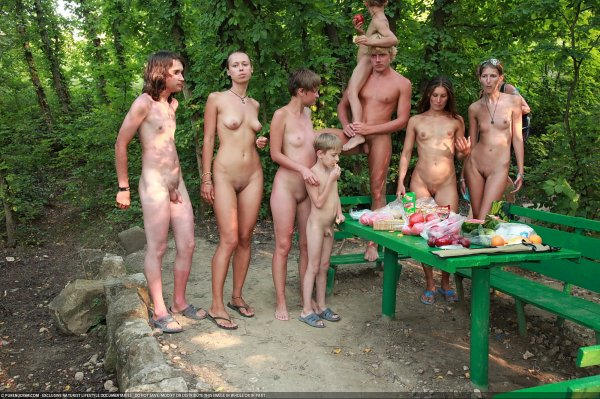 Outdoor Picnic 5 (family nudism, family naturism, young naturism, naked boys, naked girls)
