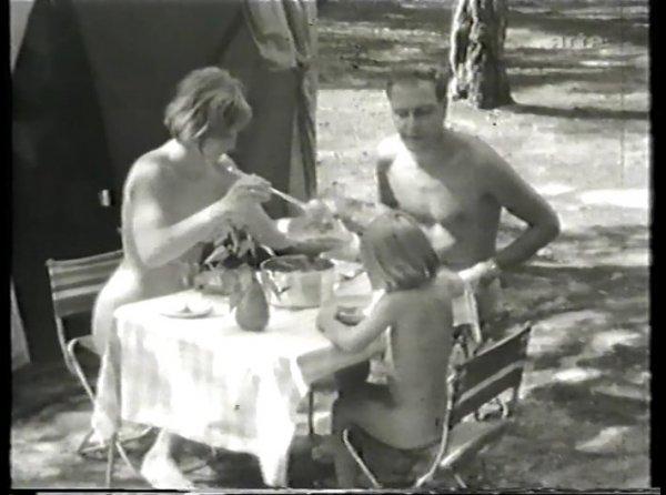 FKK retro + im Osten (family nudism, family naturism, young naturism, naked girls, naked boys)