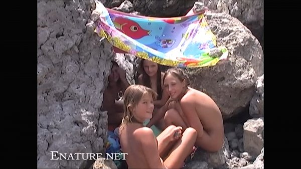 Jump For Joy HD (family nudism, family naturism, young naturism, naked girls, naked boys)