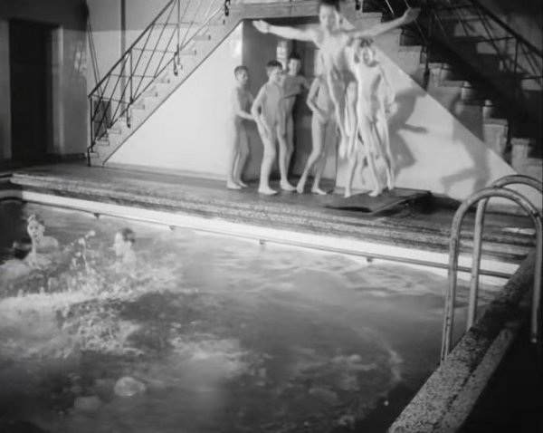 Byens bad 1952 (family nudism, family naturism, young naturism, naked boys)
