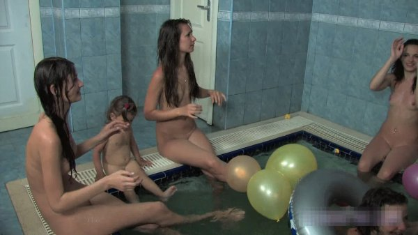 St.Patrick's Day Sauna (family nudism, family naturism, young naturism, naked girls)