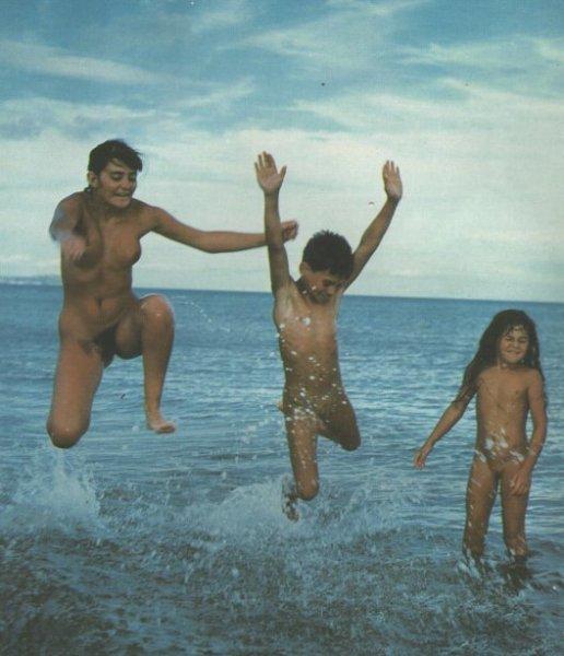 Family naturism retro photo album (3 of 5)  (family nudism, family naturism, young naturism, naked boys, naked girls)